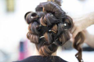 Na ile przed ślubem udać się do fryzjera?